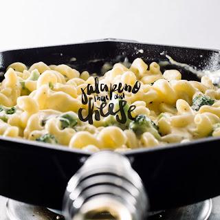 Creamy Stovetop Jalapeño Broccoli Mac and Cheese