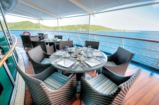 La Veranda features floor to ceiling windows, indoor and fresco seating and a refined atmosphere for guests to enjoy breakfast, lunch and dinner aboard the Paul Gauguin.