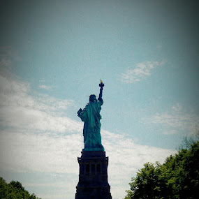 Statue of Liberty by Bharath Iyer - Buildings & Architecture Statues & Monuments