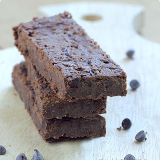 Fudge Brownie Chocolate Protein Bars.