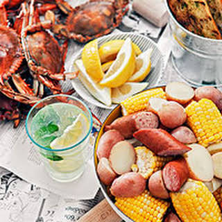 Maryland Blue Crab Boil with Beer and Old Bay.