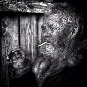Hobo by Roman Mordashev - People Portraits of Men ( hobo, genre portrait, rroman mordashev photography, portrait of man, black and white portrait )