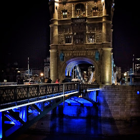 by Jose Figueiredo - Buildings & Architecture Bridges & Suspended Structures ( london, tower bridge, nigth, people,  )