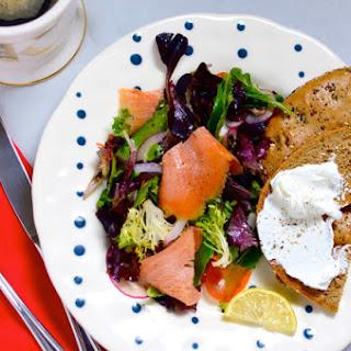 Lox Salad w. a Flagel