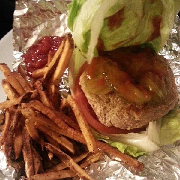 Lettuce wrapped turkey burger w/ fries