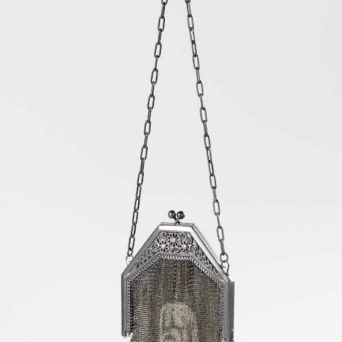 dd13926936b Beugeltas met buidel, beugel en schakelketting, anonymous, c. 1900 - c.  1910 - Rijksmuseum