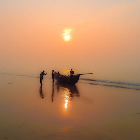 Sunrise on the Bay of Bengal by Manabendra Dey - Landscapes Sunsets & Sunrises ( dawn, colors, bay of bengal, seabeach, digha, beach, sunrise, boat, colours )