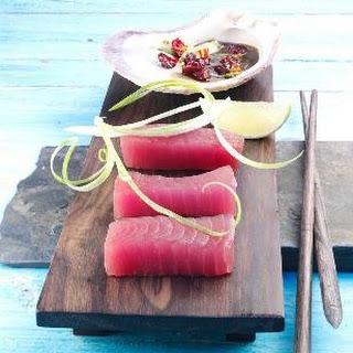 Tunfisch-Sashimi mit Cranberry-Dip