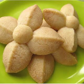 Thai Shortbread Cookies ขนมกลีบลำดวน.