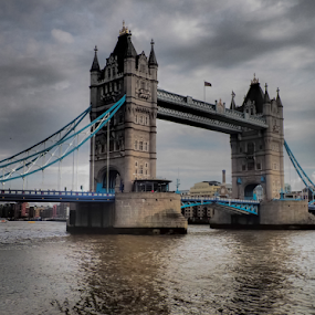 London Bridge by Geir Hammer - Buildings & Architecture Bridges & Suspended Structures ( tower of london, london eye, london, london bridge, themsen, westminster, big ben, buckingham palace )