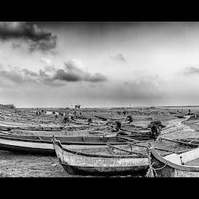 annamalaicherry boats by Shaik Mohaideen - Black & White Landscapes ( annamalaicherry, sky, black and white, landscape, chennai, tamilnadu )