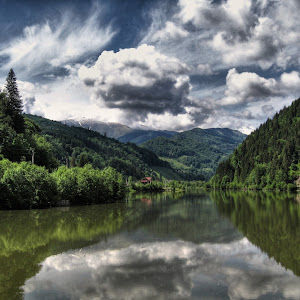 Vedere lac acumulare Satic . Rucar,Arges County.jpg