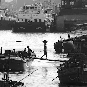 Black and white  by Mukesh Mishra - Black & White Street & Candid ( black and white  photography sand work heavy load boat river,  )