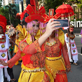 Selfie on the street by Agus Natadijaya - News & Events Entertainment ( street, people )