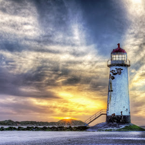 Point of Ayr Lighthouse , North Wales.jpg