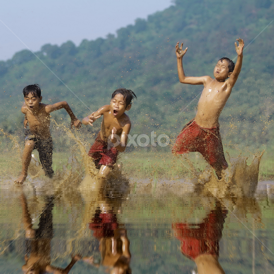 by DODY KUSUMA  - Babies & Children Children Candids ( kids playing in summer, summer feel,  )