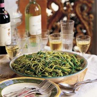 Trenette with Potatoes, Green Beans and Pesto (Trenette al Pesto)