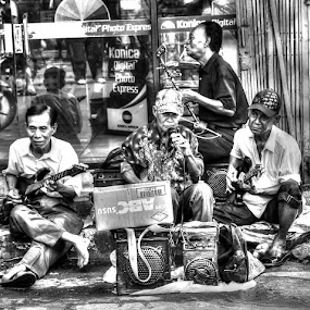 STREET MUSICIANS by Gia Gusrianto - Black & White Street & Candid (  )