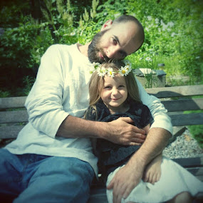 Daddy & Daughter by Amanda Hughes - People Family ( love, daisys, daddy, family, beautiful, daughter, flowers )