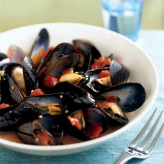 Mussels in Tomato-Wine Broth