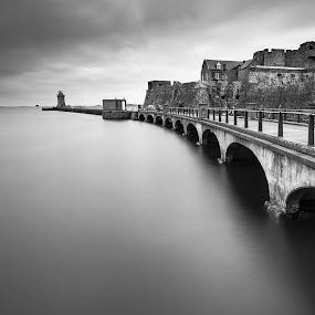 St. Peter Port Breakwater by Ben Leng - Black & White Landscapes (  )