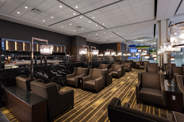 Plaza premium lounge offers all yvr domestic travelers a for Salon priority pass