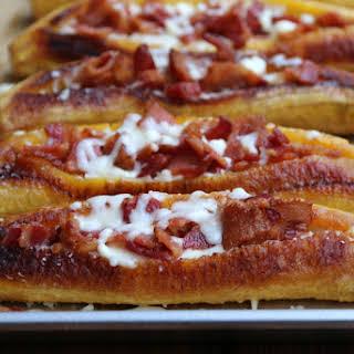 Bacon and cheese stuffed ripe plantains {Canoas de plátano con tocino y queso}.
