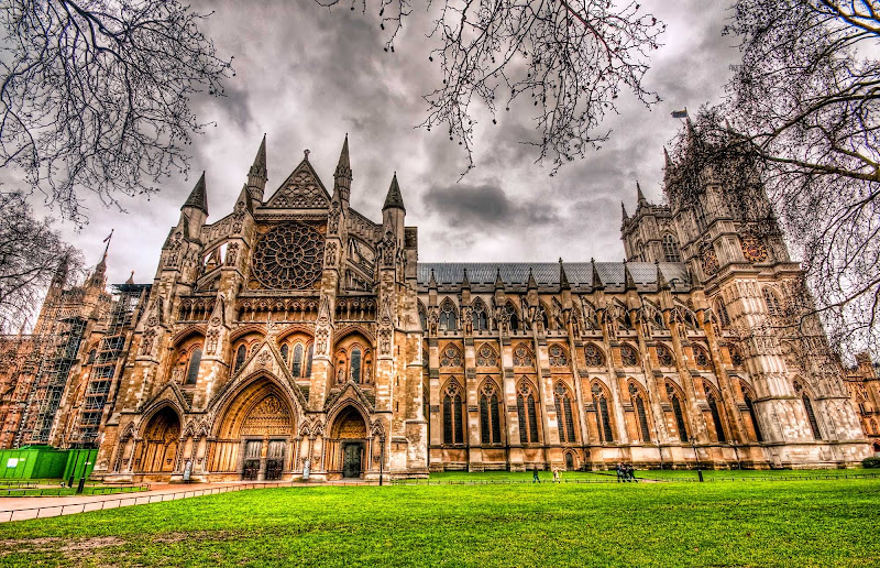 An HDR capture of Westminster Abbey on a rainy day in London.