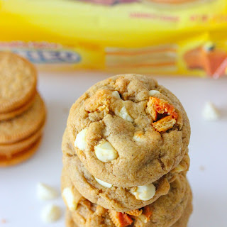 Soft And Chewy Pumpkin Spice Oreo Cookies.